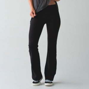 LULULEMON Groove crops. Black and white band.